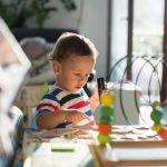 Quels sont les fondements de la pédagogie Montessori ?